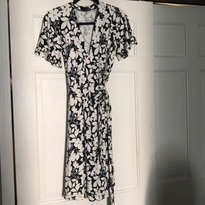 NWOT Ann Taylor black and white printed wrap dress